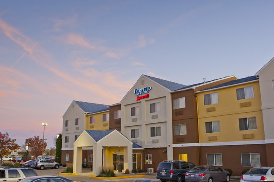 Welcome to the newly renovated Fairfield Inn & Suites Champaign