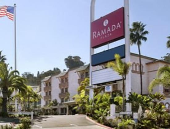 Ramada Plaza: Exterior