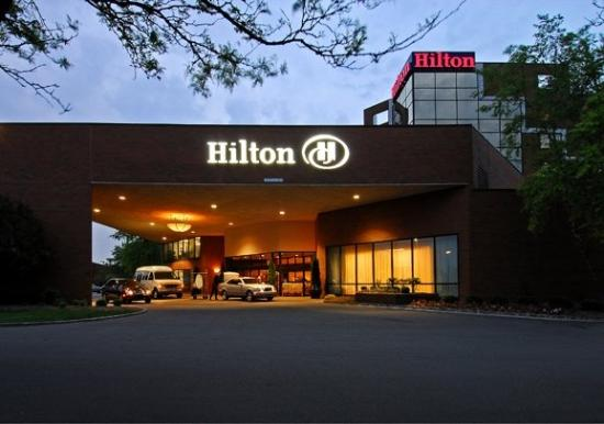 Hilton Indianapolis North: Entry Dusk