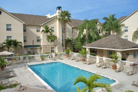 ‪‪Homewood Suites by Hilton Fort Myers‬: Pool‬