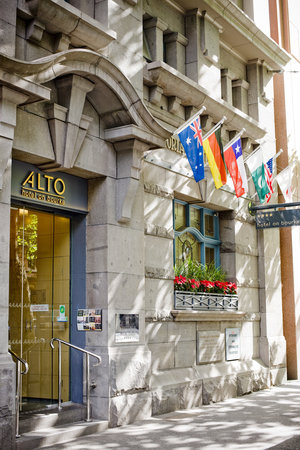 Alto Hotel on Bourke: Entry