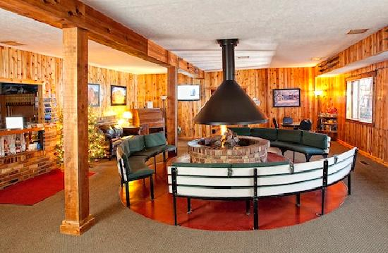 Chateau Apres Lodge: Our Lobby
