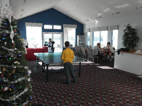 Westgate Emerald Pointe: Upper level of clubhouse has ping pong and games