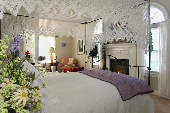 Brewster By The Sea: The favorite romantic room, Sea Meadow.