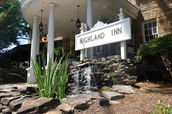 The Highland Inn: Front View