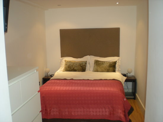 Nell Gwynn House Apartments: Bedroom