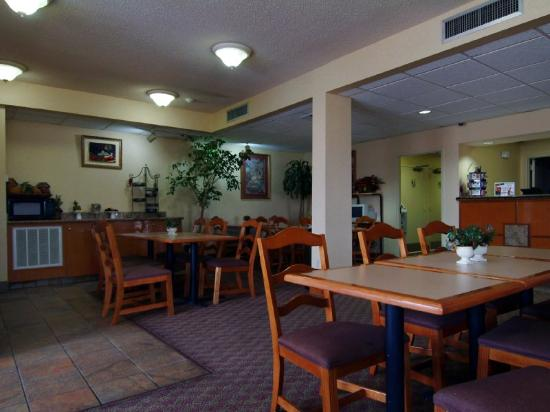 Executive Inn: Breakfast Area
