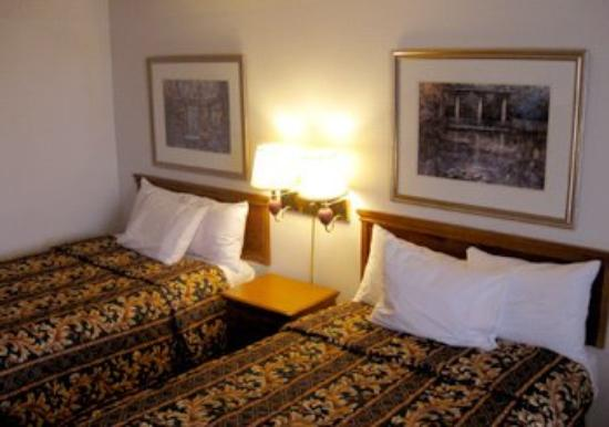 Executive Inn: Guest Room