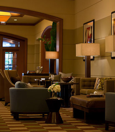 Renaissance Chicago Hotel: Our lobby features comfortable spaces that you can call your own.