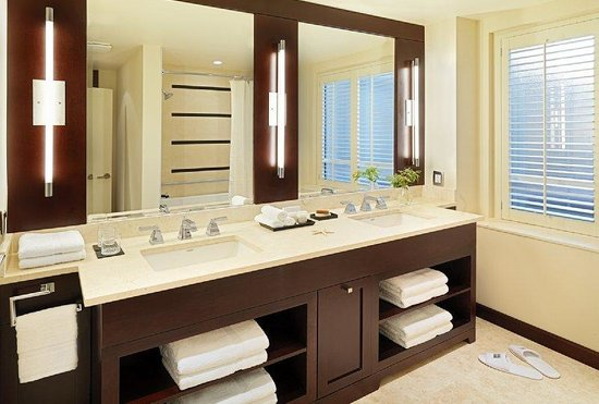 St. Regis Hotel: Bathroom