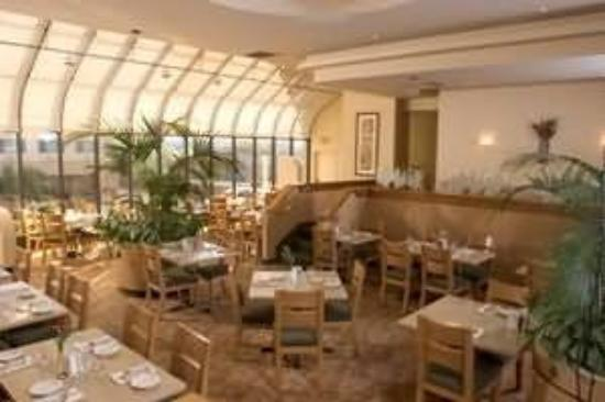 Monarch Hotel and Conference Center: Restaurant