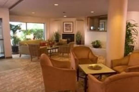 Monarch Hotel and Conference Center: Interior