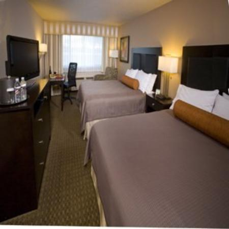 Monarch Hotel and Conference Center: Double Queen Deluxe
