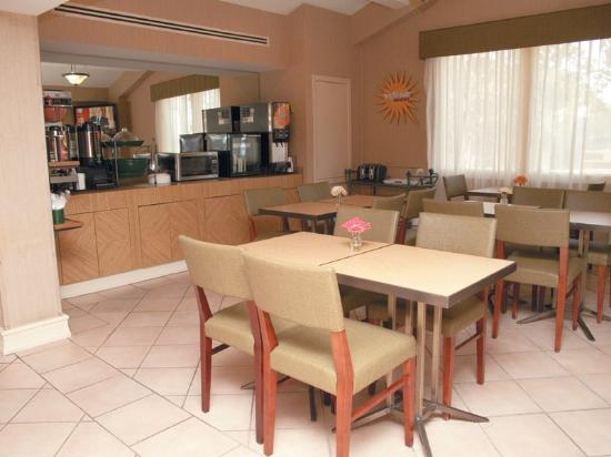 La Quinta Inn Lafayette North: Breakfast Area