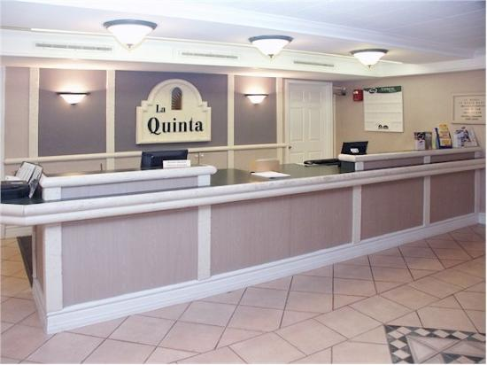 ‪‪La Quinta Inn Fort Worth West Medical Center‬: Front Desk‬