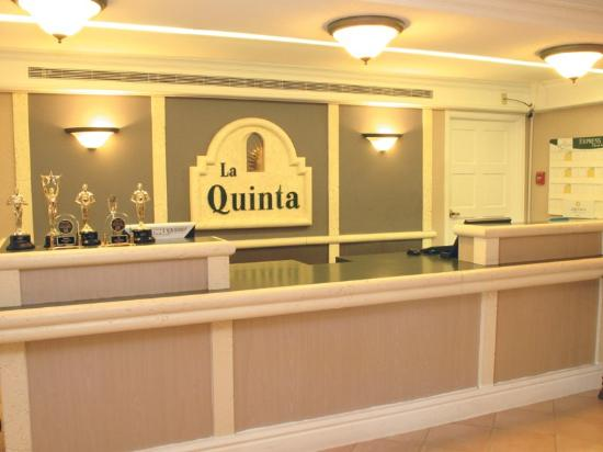 La Quinta Inn Denver Westminster Mall: Front Desk