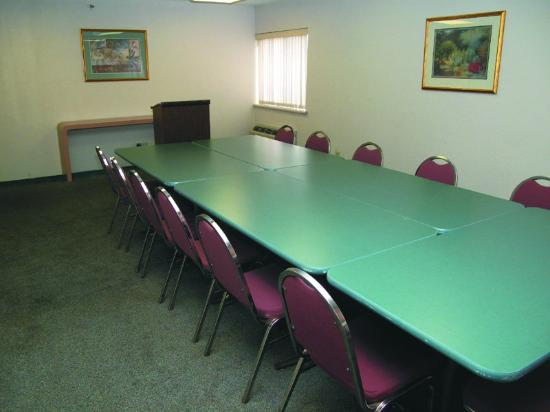 La Quinta Inn & Suites St. Louis Maryland Heights: Meeting Room