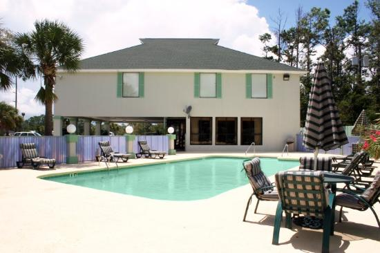 Magnolia Inn: Outdoor Pool