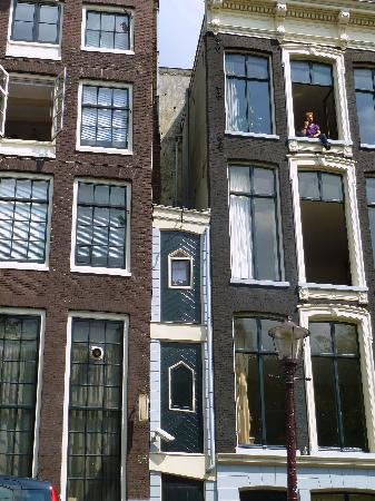 The Smallest House Of Amsterdam Picture Of Amsterdam