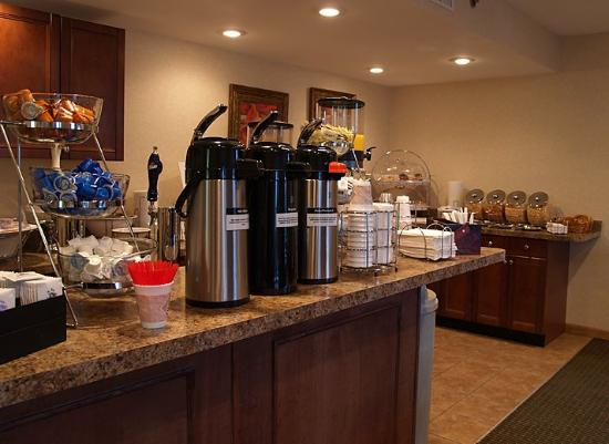 Inn at the Finger Lakes: Breakfast Bar