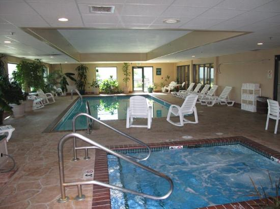 La Quinta Inn & Suites Omaha Airport - Carter Lake: Pool