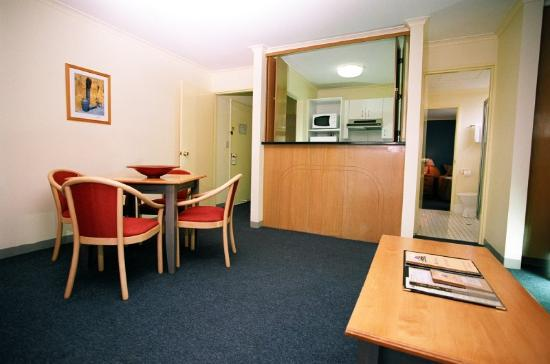 Mt Ommaney Hotel Apartments: Deluxe Room