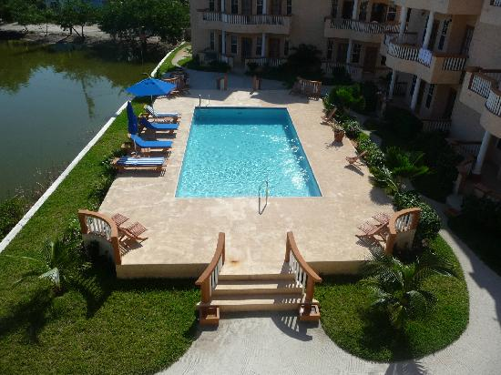 Ambergris Lake Villas: Great pool (view from balcony)