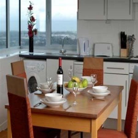 Premier Apartments Dublin Airport: Apartments Kitchen