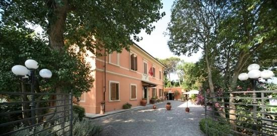 Photo of Hotel Villa Maya Cascina