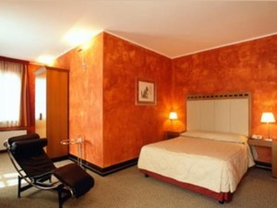 Club Hotel: Guest Room