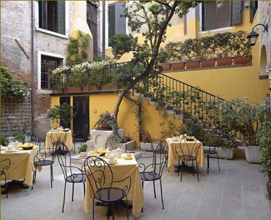 Locanda La Corte: Exterior