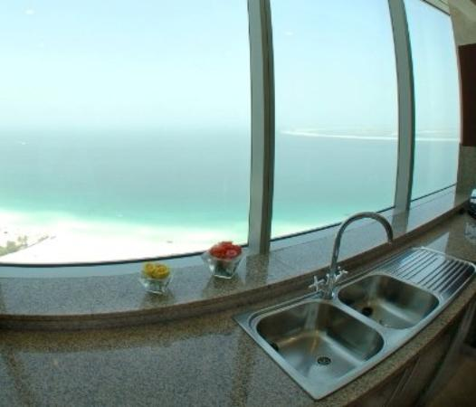 Dubai Marine Beach Resort and Spa: 4 Bedroom Kitchen View