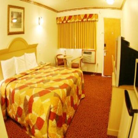 Glen Capri Inn & Suites - Colorado Street: King Room