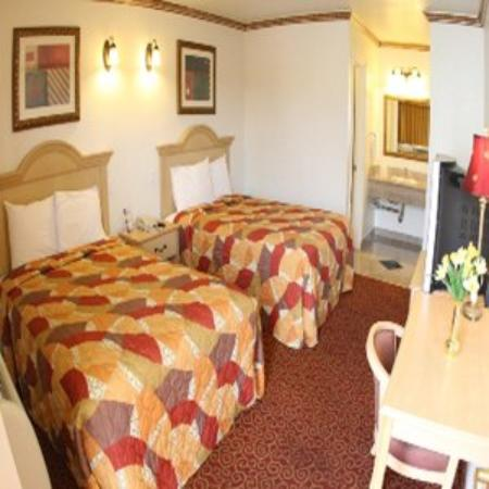 Glen Capri Inn & Suites - Colorado Street: Standard Double Bed Room