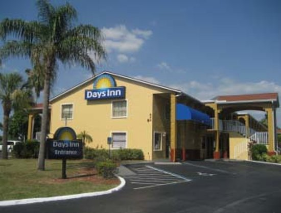 Days Inn Bradenton I-75: Motel front entrance