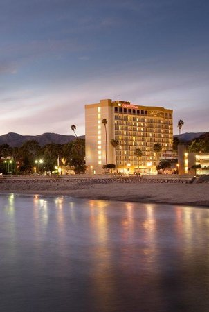 Crowne Plaza Ventura Beach: Exterior