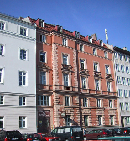 Hotel Pension Am Siegestor : The facade of the hotel