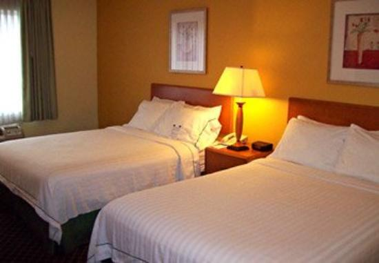 Quality Inn Newark: Double/Double Guest Room