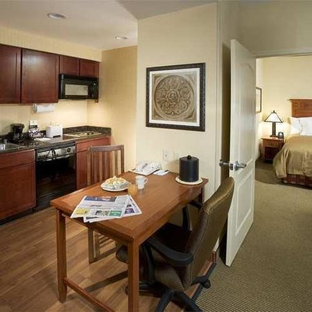 Homewood Suites Agoura Hills: King Suite