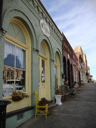 Downtown Senoia Georgia Picture Of Senoia Georgia Tripadvisor