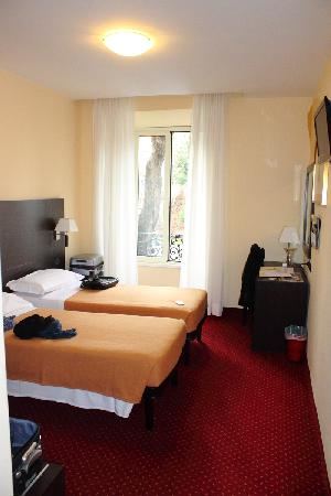 Hotel Versailles: Standard economy room