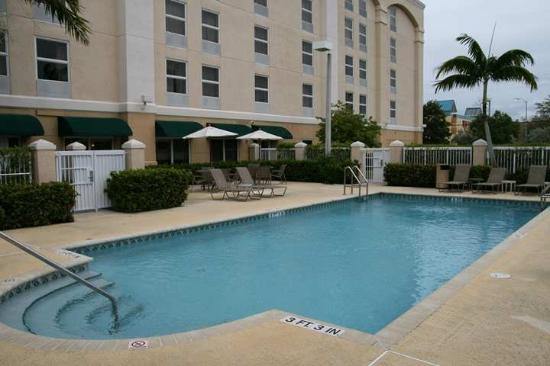 Hampton Inn Fort Lauderdale Airport North Cruise Port: Outdoor Pool