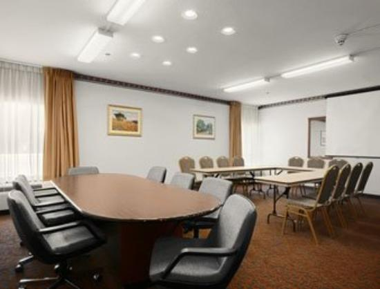 Baymont Inn &amp; Suites: Meeting Room