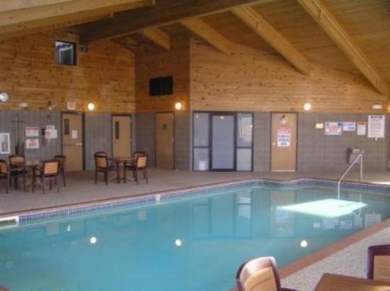 AmericInn Ames: Pool