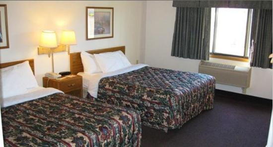 Fair Bridge Inn And Suites Thorp: Beds