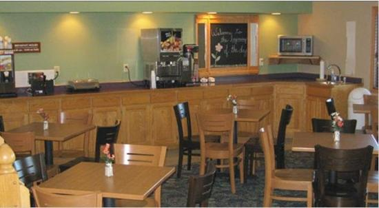 Fair Bridge Inn And Suites Thorp: Breakfastarea