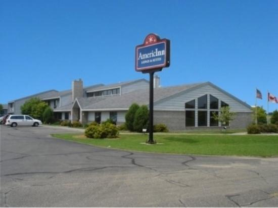 AmericInn Motel &amp; Suites Blackduck: Front Sm