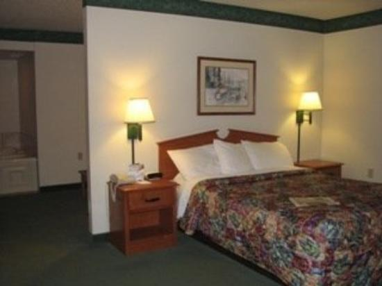 AmericInn Lodge &amp; Suites Manitowoc: Room