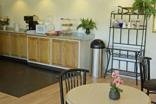 Americas Best Value Inn - Chesapeake: Breakfast Area