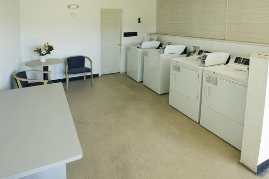 Americas Best Value Inn - Chesapeake: Laundry Room